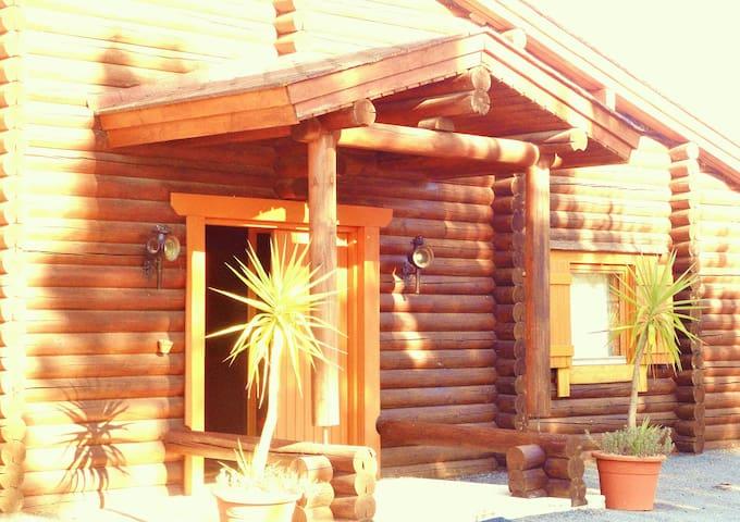 Cosy Wood Studio with Horses Nature near Coruche