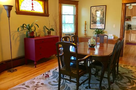 NE Minneapolis near Downtown & U of M- Lovely 2BD
