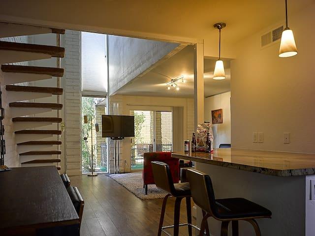 *AZ Rare Frank Lloyd Wright Style -POOL IS OPEN!*