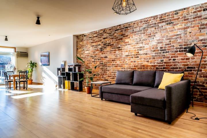 ✪ Stylish & Bright Modern Open-Concept Apartment ✪