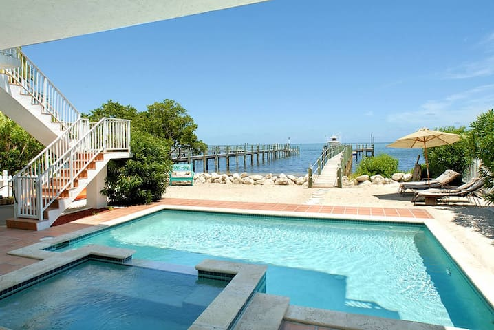 Direct Oceanfront Paradise w/pool, jacuzzi & dock