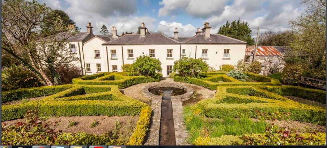 Beautiful Heritage House on 4 Acres of Gardens - Aughrim - Konukevi