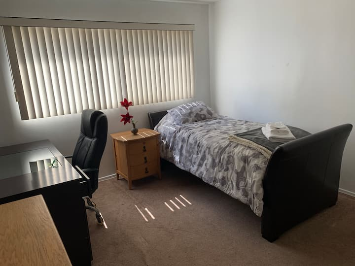 Clean, Breezy and Bright room in El Segundo/LAX