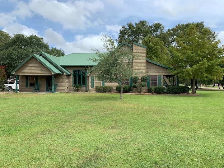Beautiful Deluxe 4 BR Home with Executive Office