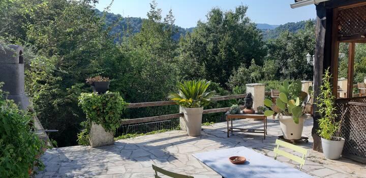 Studio indépendant dans  villa avec piscine
