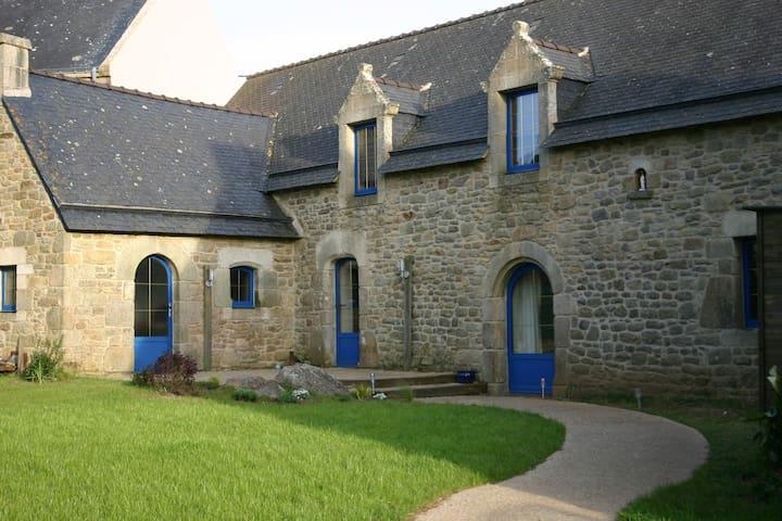 Authentic Long house seen on  ria - Sainte-Hélène