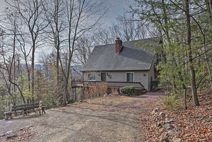 3BR + Loft Palmerton Home near Blue Mountain! - Palmerton - Rumah