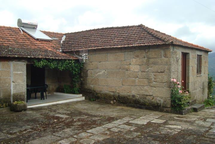 Casa da Eira - Castanheiras - São João de Fontoura