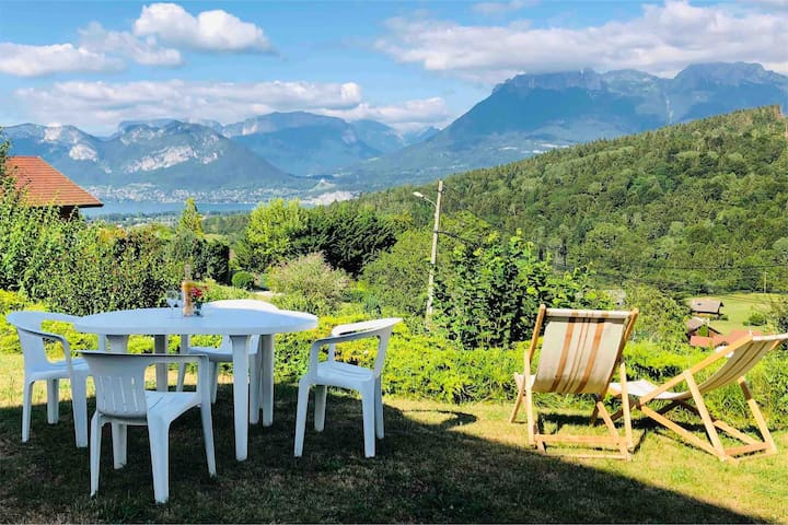 Large 2 Bedroom apartment with lake view & garden