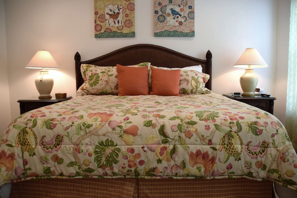 Lamp, Bed, Bedroom, Furniture, Cushion