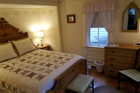 Hawks House Inn Room 5, 1 bed, sleeps 2 - Walpole