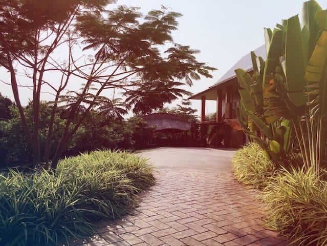 Hotel California in Chiangmai - Tambon Umong - บ้าน