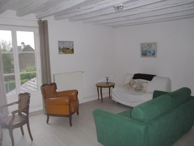 Gite à l'étage // au cœur du village - Menou