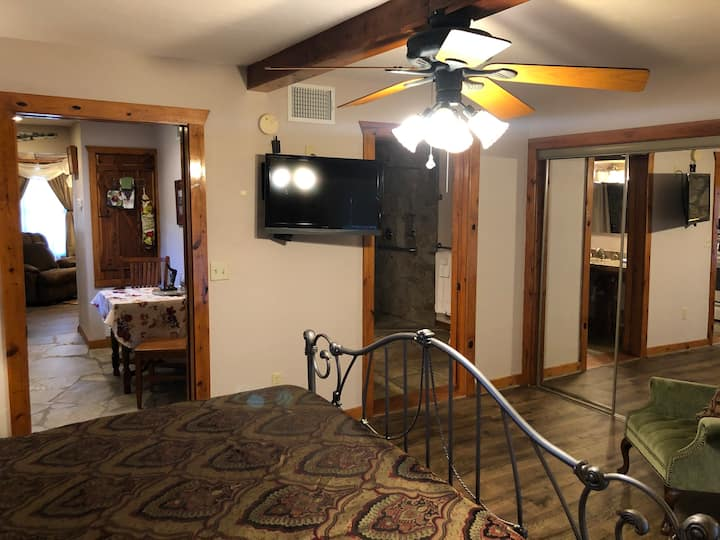 Suite 2 Apartment at Brickner Guest House