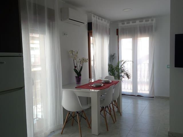 Acogedor y luminoso apartamento en casco histórico - Alcalá de Henares - Huoneisto