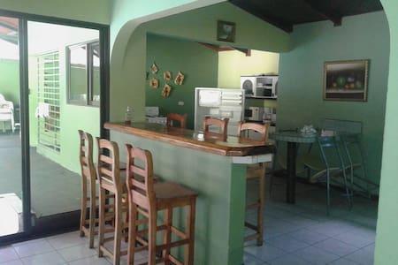 CASA GRANDE PARA 12 PERSONAS EN PLAYAS DEL COCO - Guanacaste - Haus