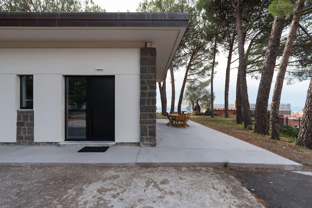 Outdoor entry / Ingresso esterno