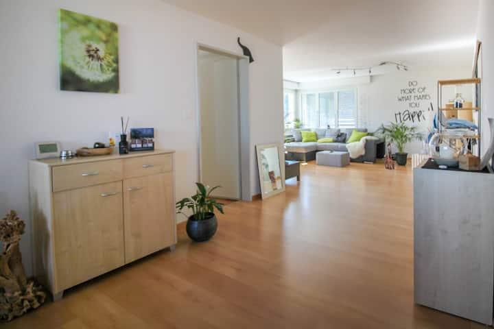 Helle freundliche Wohnung mit Seeblick