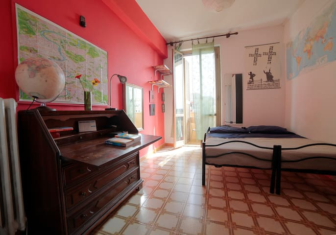 Bright room with balcony in San Giovanni !