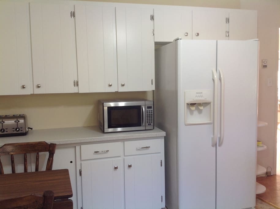 fully equipped kitchen with fridge,stove,microwave,dishwasher