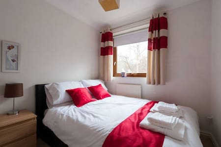 Small Double room in warm home in a quiet area. - Колчестер