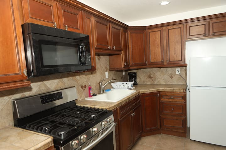Remodeled  1 Bedroom a block away from USC
