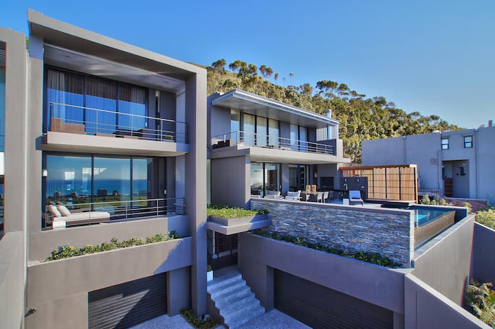 Spacious Luxury with 5 Bedrooms and Endless Views