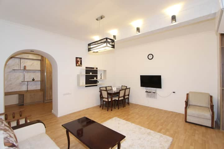New Tumanian / Khanjan Apartment