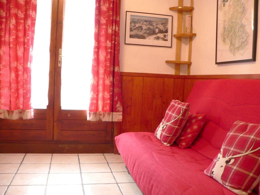 Comfortable studio with sofa bed and coin montagne with bunkbeds