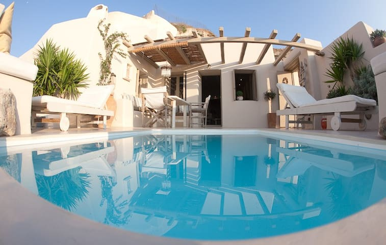 Traditional Cave  Villa with Pool and Sun Terraces