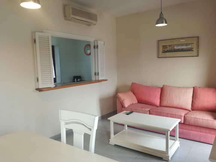 Bright apartment in Casa Palacio. Wifi and a / a
