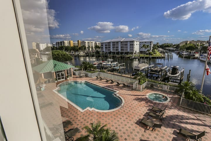 Looking for a condo with true distinction and elegance? Look no further! You'll find one of the finest condos available for rent at the Palm Harbor Club.