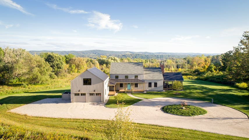 Stylish Contemporary Barn with Views