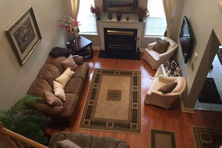 Beautifully furnished home in lovely Basking Ridge - Bernards - 連棟房屋