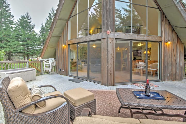 'Creekside Chalet' w/Spa By Exclusive Irish Beach!