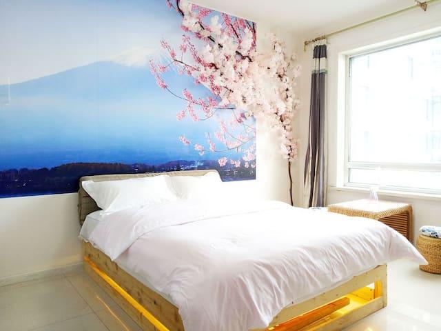 日式风格/3人房/火车站对面100米/30层高端公寓/樱花主题/超弹床垫/多套房可月租