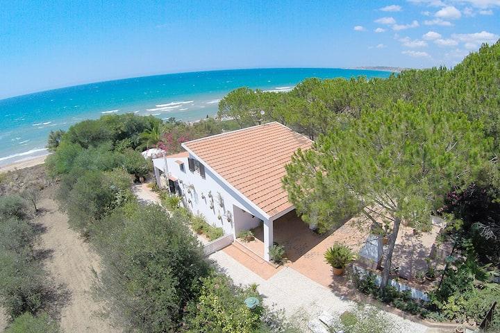 House of Luli on the sea, Lido Fiori Menfi