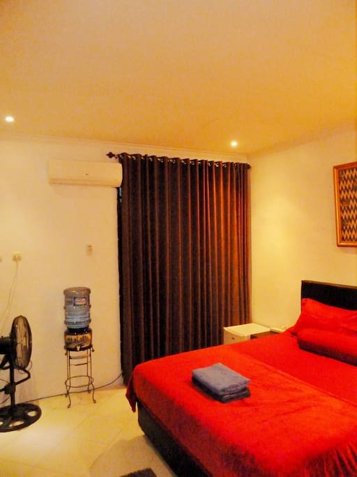 Newly refurbished, comfy bed, wardrobe, fast wifi, international TV channels, toilet & shower, hot water. Free drinking water. Separate entrance.