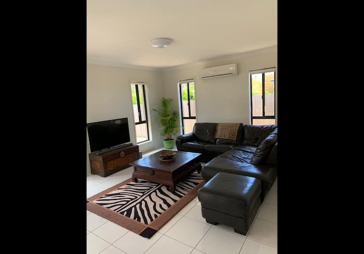 Airlie Beach Modern Comfortable Home