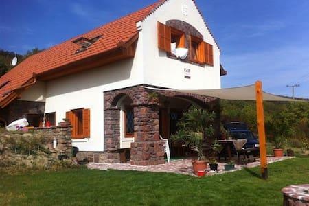 Lenyűgöző panoráma, borospincével - Huis