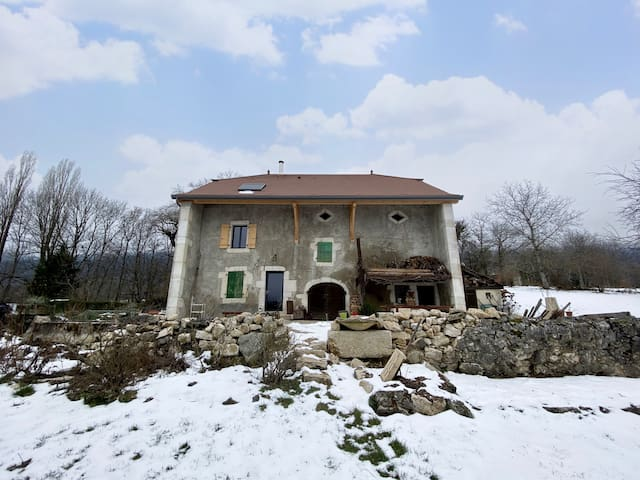 Ancien corps de ferme rénové, vue sur les Alpes
