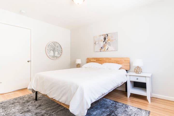 Minimalistic Apartment Near Lake Merritt - J34