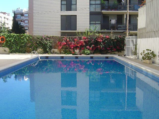Centric apartment with pool, 400m from the beach - Torredembarra - Appartement en résidence
