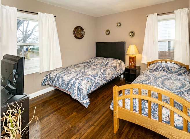 Full and Twin Bedroom