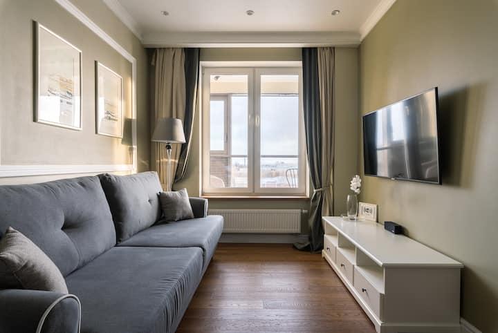 Апартаменты с видом на Неву