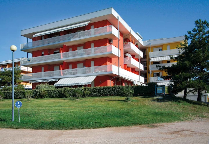 apt for 2+2 persons with a/c in Bibione R68726