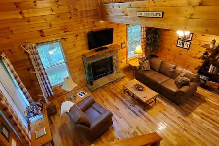 Spacious cabin, Pigeon Forge-GSMNP-Relaxing & fun