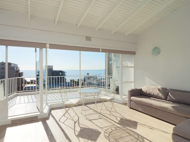 OCEAN VIEW PENTHOUSE IN SEAPOINT