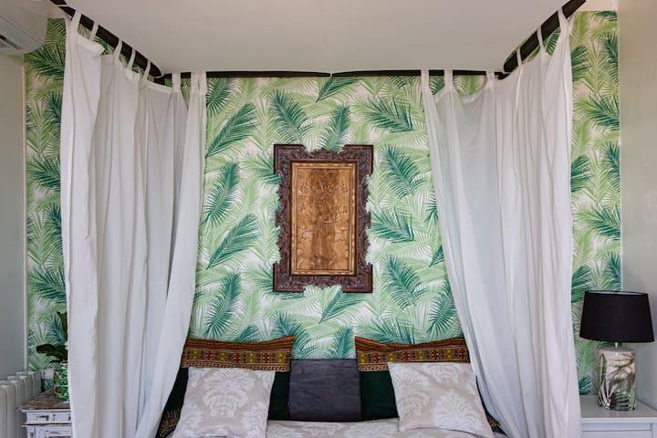 Chambre 4, Bois de Bali. S'ajoute a toutes les réservations de plus que 6 personnes.