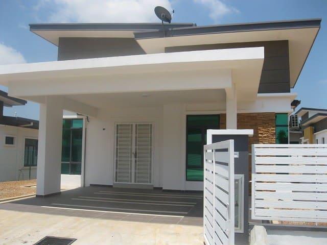 Samz Homestay Melaka (4 Rooms Bungalow) - Melaka - Bungalow
